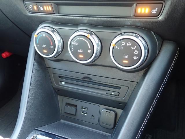 車内温度を設定すれば温度・風量と自動に設定してくれるオートエアコンはとっても便利な装備ですね♪運転席と助手席には冬場にはありがたいシートヒーターが付いてます☆