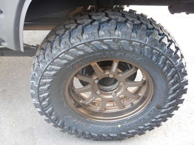 ジオランダーM/T 245-75-16タイヤ(新品)と A・LAP RAYS ブロンズ(鍛造・最軽量アルミホイール)の組み合わせです!