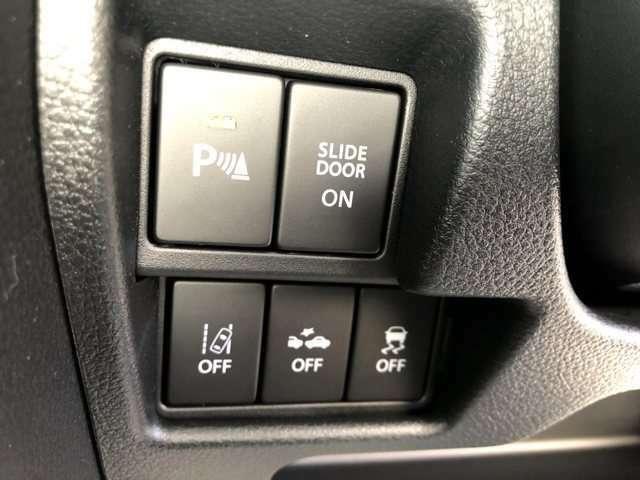 コーナーセンサーやブレーキアシストも付いており安心です。