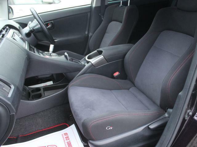 運転席、助手席シート状態良好!当店の展示車は全車クリーニング済みです。再度クリーニング後のご納車となります。