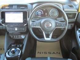 近未来的な運転席廻りはハンドル握る度にワクワクしますね!