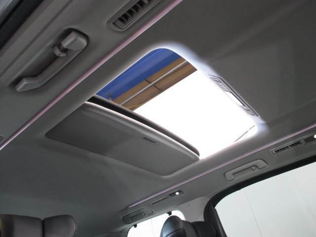 ツインムーンルーフ付きで車内も開放感あります!
