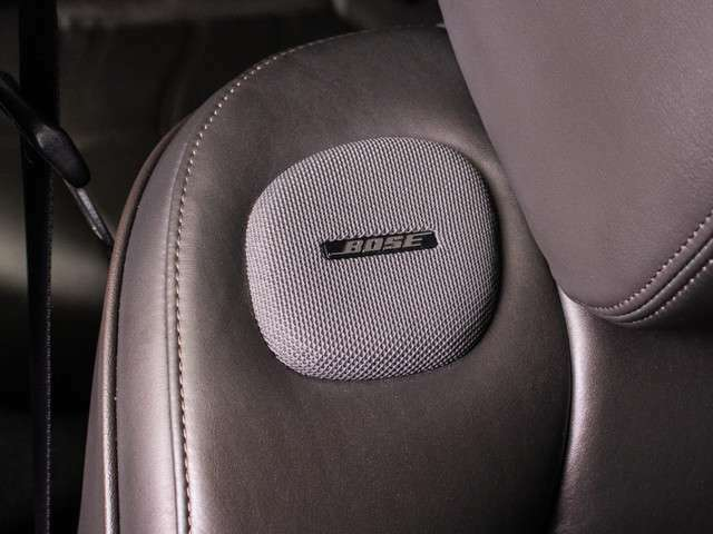 臨場感あふれるサウンドシステムです!前席シートの両肩にもスピーかー配置されています!!