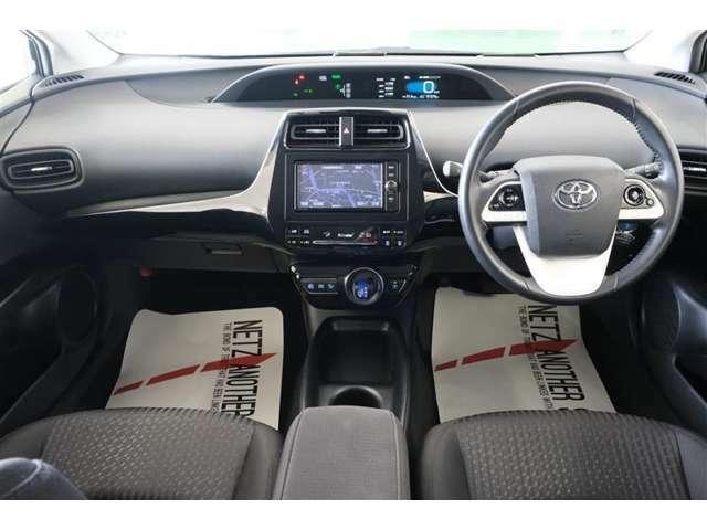 【運転席】座った感覚は重要ですよね。シートの座り心地や前方の視界、車内空間など是非ご来店頂き実際に座って触って体感して下さい。