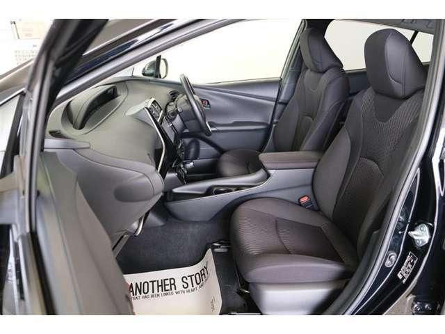 【助手席】座った感覚は重要ですよね。シートの座り心地や前方の視界、車内空間など是非ご来店頂き実際に座って触って体感して下さい。