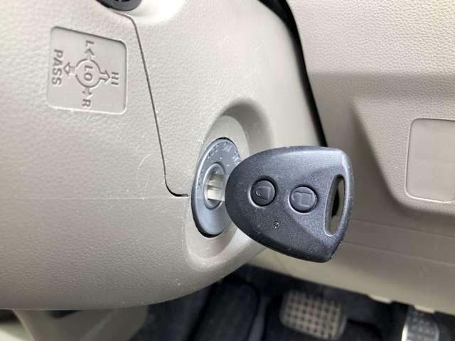 【キーレス】ドアの施錠・解錠はボタンで操作が可能です