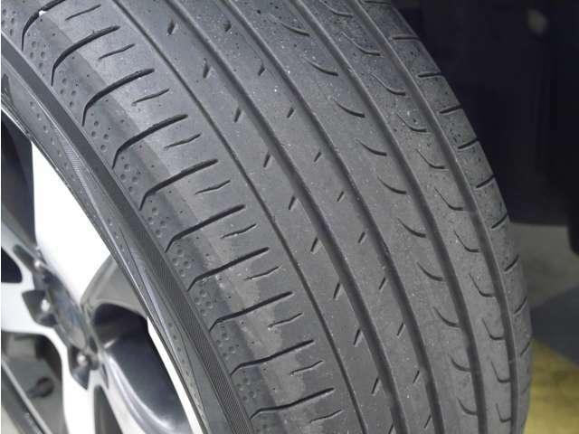 「タイヤ溝」 タイヤの溝は4分山です!新品タイヤ交換も承ります!ご相談ください!