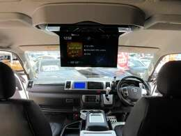 アルパイン12型フリップダウンモニター付き♪ 大画面のモニターサイズで、後席までゆったりドライブを楽しむことが出来ます♪