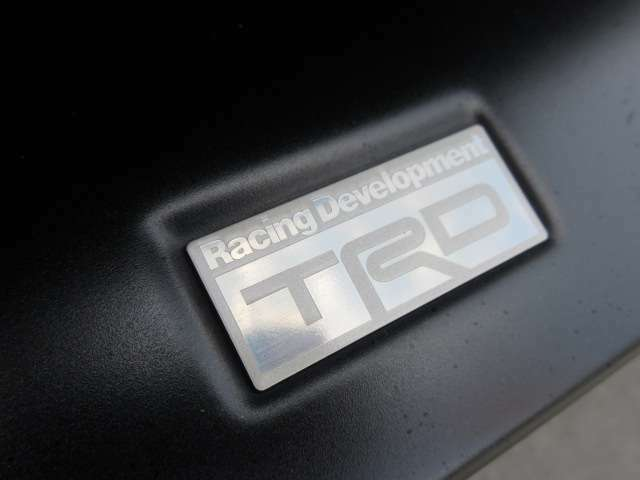 トヨタの誇るスポーツブランド♪ TRD♪ 純正スポーツブランドとなりますので、純正スタイルを崩さず綺麗にカスタムされております♪
