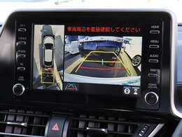 【 特別装備 パノラミックビューモニター 】上空から見下ろしたような映像をディスプレイに映し出すので周囲の状況を確認しながらの駐車等が可能です!
