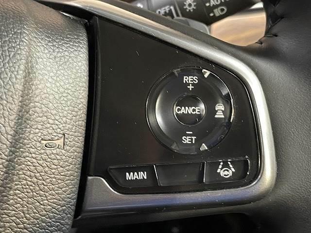 【前車追従式クルーズコントロール】装備車両になります。遠距離ドライブの高速道路などでは大活躍で疲労軽減に役立ちます。