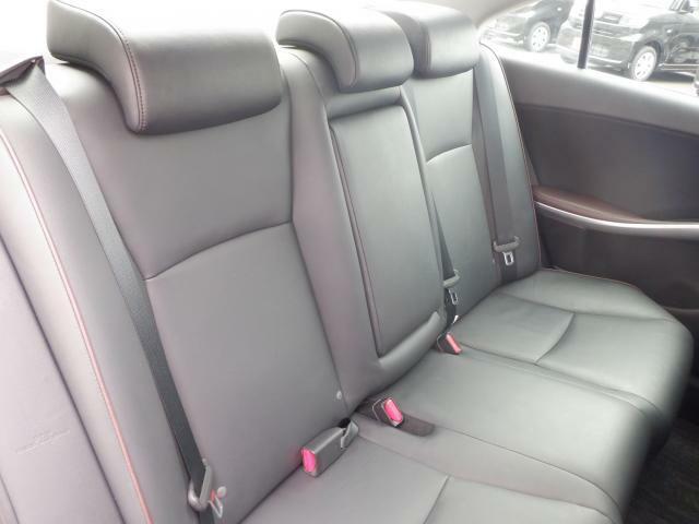 後部座席も綺麗な状態です!是非現車を見にご来店くださいませ♪
