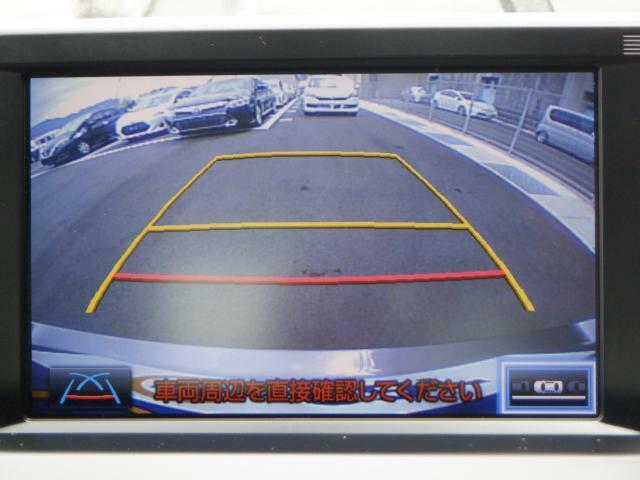 バックカメラ付属で、狭い駐車場でも安心して動けます。