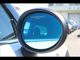 GIGAMOTブルーミラー装備。遮光性に優れており、夜間でもしっかりと後方の確認もしていただけます。19000円(税別)が車両価格に含まれており大変お得なお車になります!!