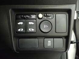 【両側パワースライドドア】両側がパワースライドドアになっており、運転席のスイッチやスマートキーのボタンからでも開閉が可能です!狭い駐車場でのお子様の乗り降りに便利です!