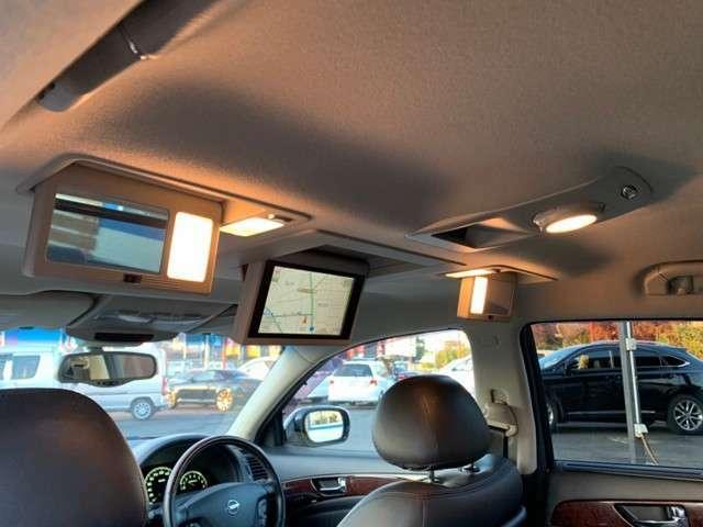 純正オプションリアエンターテイメントシステム(後席モニター)♪大変豪華な純正オプション♪あると後席の方も退屈せずにドライブできます♪