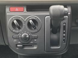 操作がシンプルな「マニュアルエアコン」が搭載されています。
