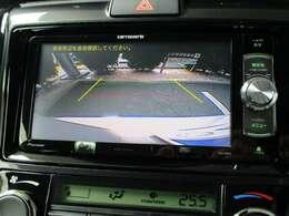 車庫入れもお任せっ!バックカメラが付いて、後方確認もラクラク♪安全に車庫入れも可能です。便利な機能ですが、バックカメラを過信せず、目視もお忘れなく。