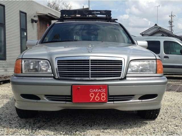 W124とは違い少し都会的な外装は他とは違う個性的な一台です