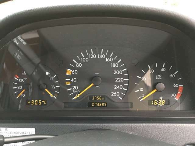 新車時からの正規ヤナセディーラーの車検記録簿もほぼ全て残っており7万キロでも安心してお乗りいただけます