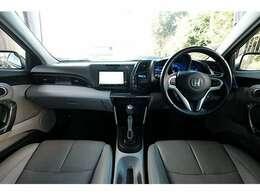 ★運転席・助手席共にグレーレザーシートです★シートヒーターも付いてます★