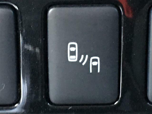 【ブラインドスポットモニター】後側方に車両が接近している事を検知して、サイドミラーのランプでお知らせします。