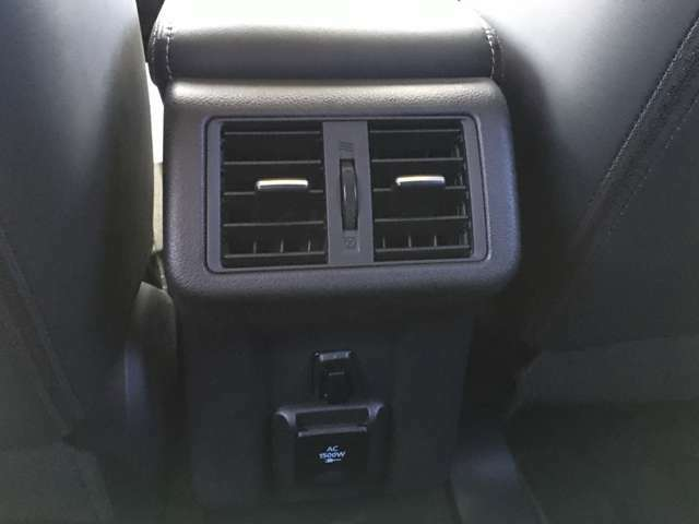 AC1500W電源付き(2列目足元)・2列目エアコン吹き出し口