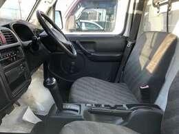 運転席からの視野も良く、運転のしやすいお車!快適なドライブが楽しめます♪