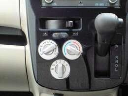 直感的に操作できるマニュアルエアコンです。分厚い手袋をしていても操作できますよ!