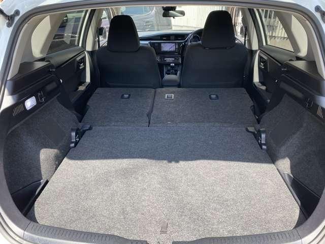 後部座席を倒せば大きな荷物も楽々入ります!