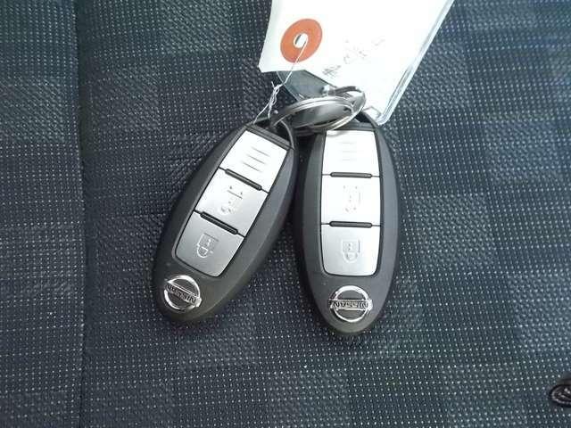 インテリジェントキーです!リモコン操作でももちろん、キーを持っているだけでリクエストスイッチを押すだけでドアのロック・アンロックができるので、とっても便利です(^^)