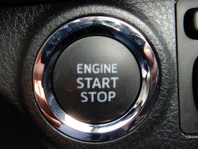 プッシュスタートです。鍵を挿さなくてもエンジン始動できますのでわざわざバッグから鍵を取り出す必要がなし!楽チンです♪