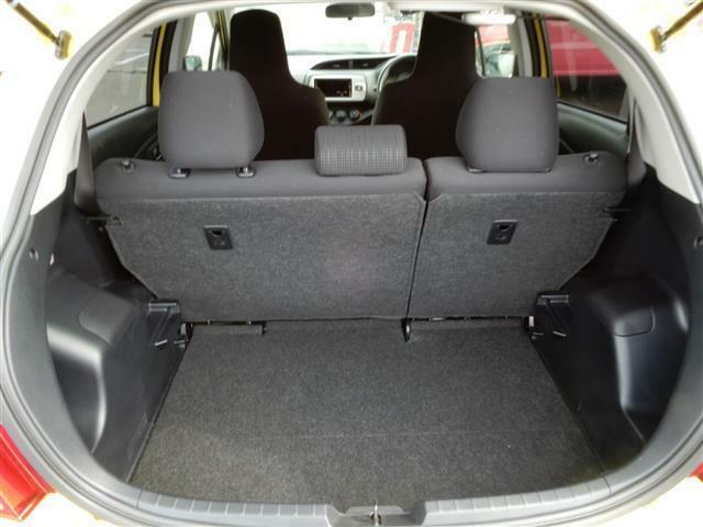 トランクは買い物袋など楽々入れれるスペースあります!!