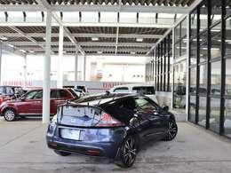 大型屋根付き展示場は天気に左右される事なくゆっくりとご覧になれます。高く売って安く買うならアーバンブレス米子店!コンパクトからミニバンまで厳選中古車を幅広く取り揃えております。