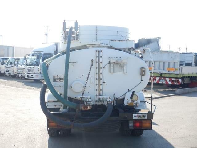 【車両総重量】6635kg  【最大積載量】3000kg  【対応免許】準中型免許