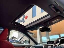 ムーンルーフを開けると解放感満載です。同グレード同オプション新車購入参考価格8,300,000円