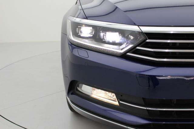 高い視認性だけでなく、高寿命で消費電力も少ないLEDヘッドライトを装備しております。
