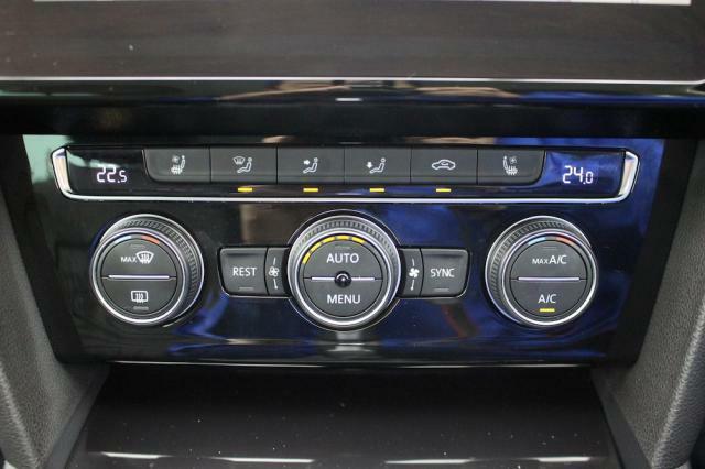 オートエアコンは左右それぞれ温度設定が出来ます。
