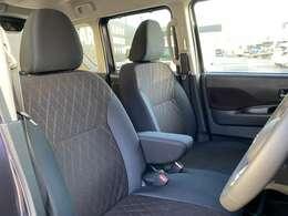フロントシートは、長時間のドライブでも疲れにくいよう、ホールド性を重視。運転席、助手席とも冬場に助かるシートヒーター付きです。