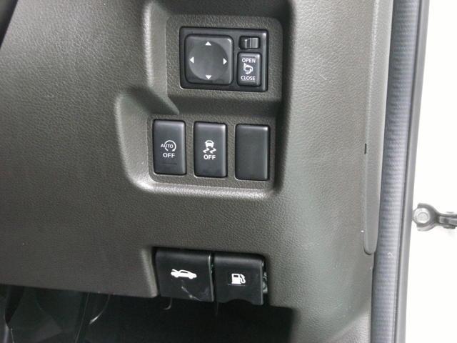 アイドリングストップ(交差点などでの停車時に自動車のエンジンを止めること。二酸化炭素を含む排気ガスの排出を減らし、地球温暖化防止に効果があるとされます。)