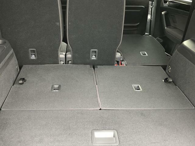 3列シートのミニバン シートを畳んだり、乗せる人数や荷物に応じてさまざまなシートアレンジが可能