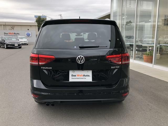 LEDテールランプ LEDにより後続車からの視認性が高まり、安全性を向上させます。