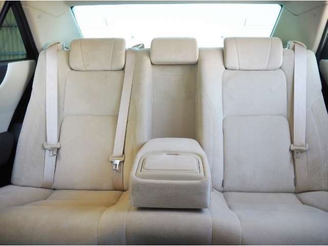 リヤシート使用感少なくきれいな状態です。