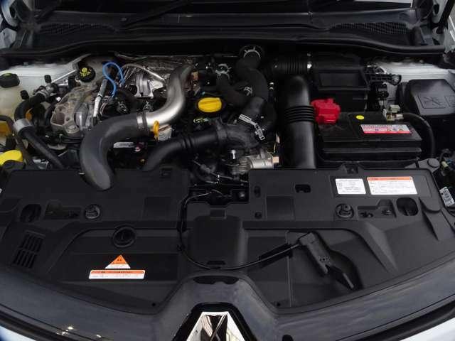 そしてエンジンルーム、200PSを発生する1600CCのの高性能エンジン!(続く)
