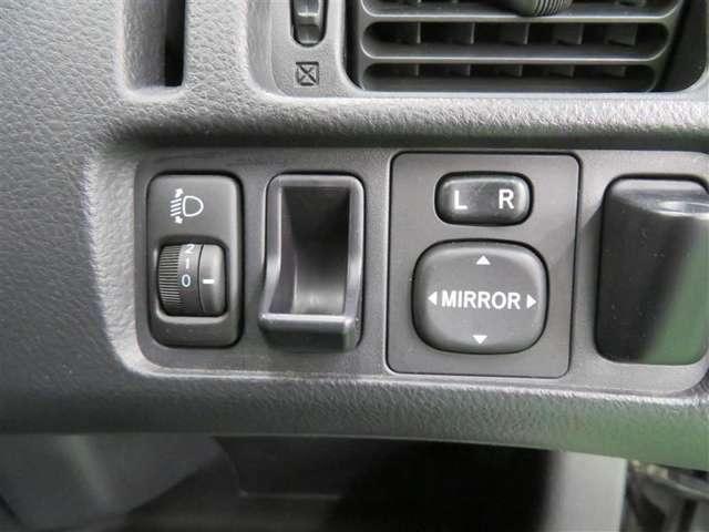 各種スイッチは、手が届くところに使いやすく機能的に配置されています。