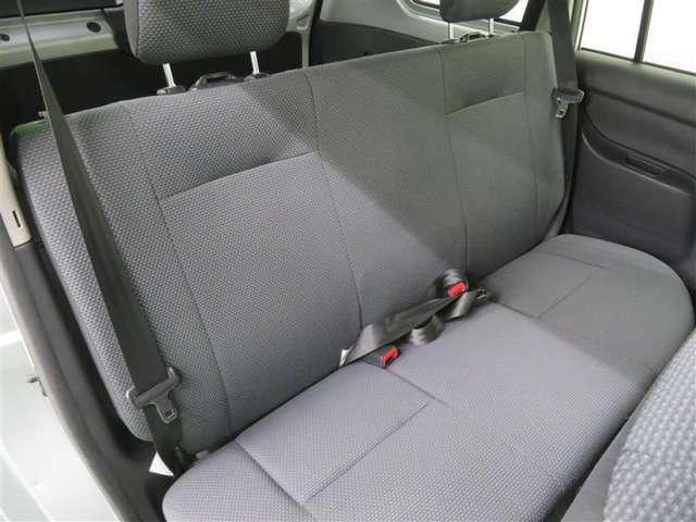 セカンドシートを広げれば、最大5人で乗車可能です!