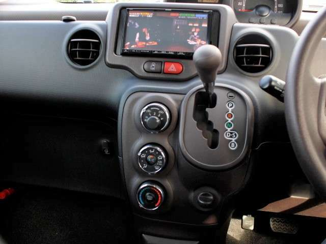 ★オートエアコン装備★お好みの温度設定で快適な車内環境!
