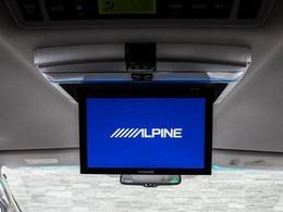 人気装備のALPINEリアモニターシステムを装着!ワイド画面のフリップダウンモニター搭載!!DVD機能もセットオプションにて完備しております。後席にお乗りになる方やお子様も快適にお過ごし頂けます!!
