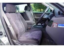 運転席周りはゆとりがあり快適に運転することができます。