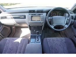 運転席周りは操作しやすいデザインになっています。